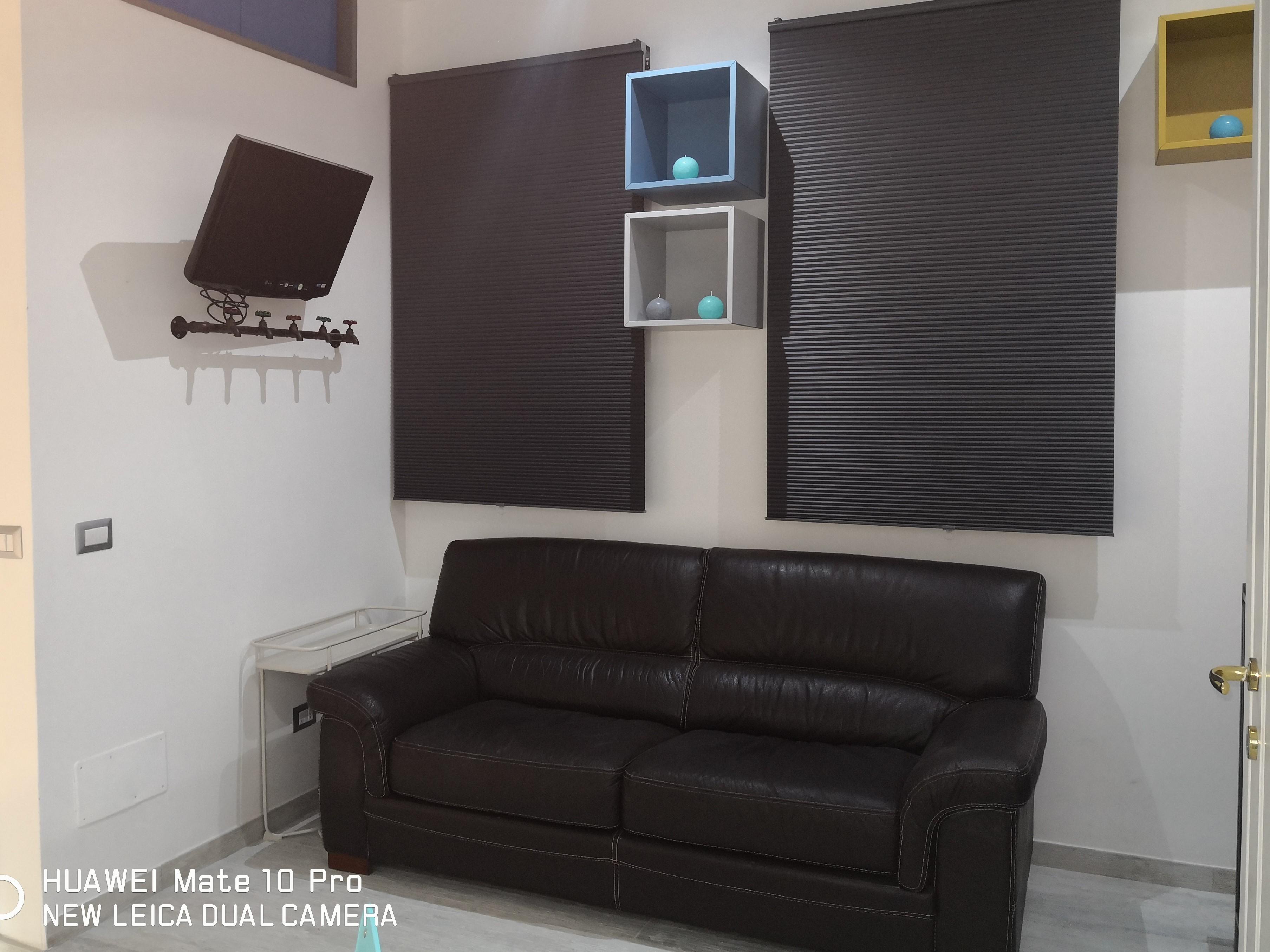 Divano e televisore soggiorno